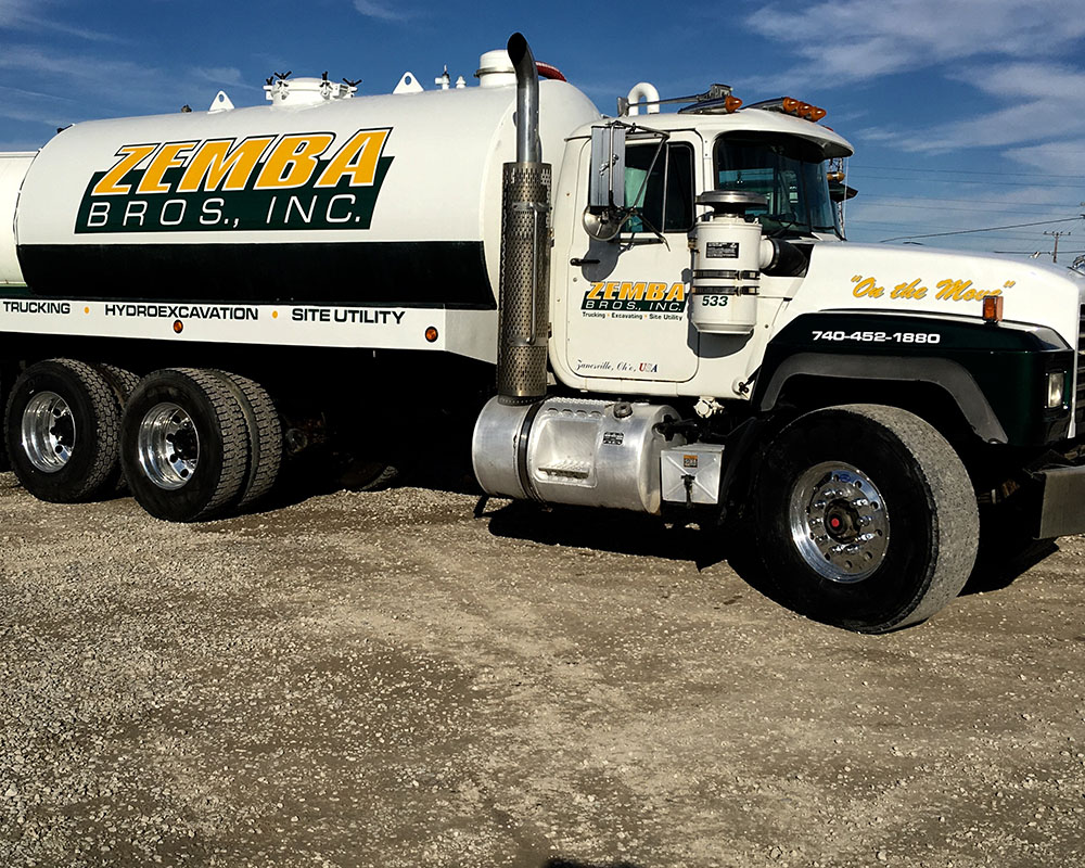 3300 Gallon Septic Water Pumper Truck